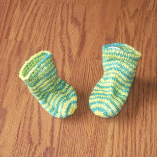 32d_spring_daffodil_baby_socks_small2
