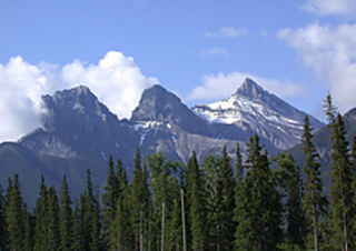 3_sisters_mountain_alberta_small2