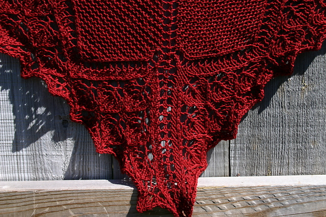 Kris brought in this beautiful shawl. The pattern is Eiki by Janel Laidman. The yarn is Wollmeise