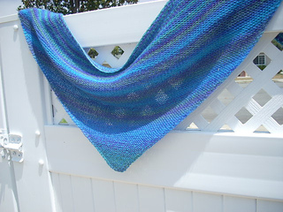 Deep_blue_sea_shawlette_003_small2