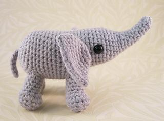 Baby_elephant_04_small2