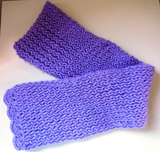 Ravelry: LuisaBaccellieris Hooded scarf (loom knitting)