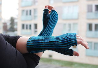 Pinstripe_mitts_small2
