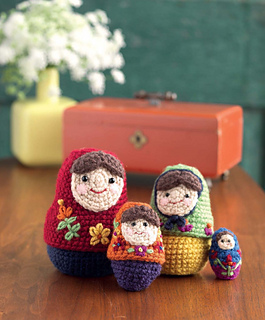Crochet_at_home_-_stitchy_nesting_dolls_beauty_shot_small2