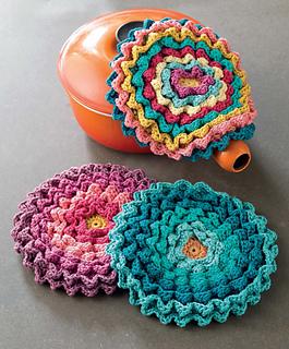 Crochet_at_home_-_blooming_pot_holders_beauty_shot_small2