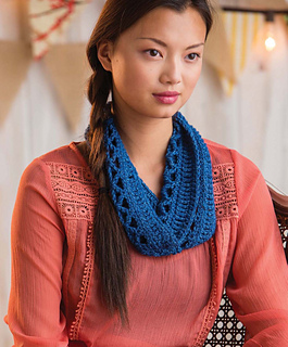 Quick_crochet_accessories__3_skeins_or_less__-_enmeshed_cowl_beauty_image_small2