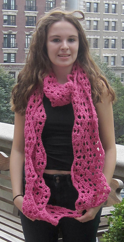 Wide_ripple_scarf_pink_beth_buildings_close_up_medium