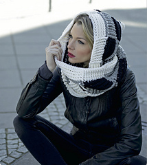 Black-and-white-by-magdalena-melzer-and-anne-thiemeyer-from-crocheted-scoodies_small