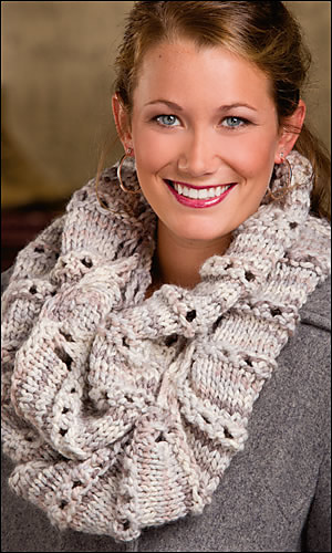 Bee_pleater_cowl_300_medium