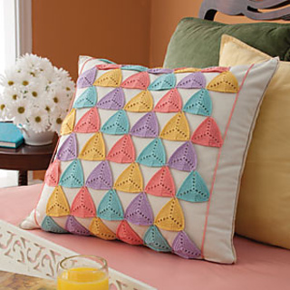 01201_geometricpillow_300_small2