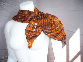 Falling_leaves_neck_warmer_001_small2