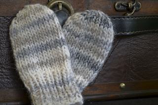 Bear_hat_and_mitts_1284_small2