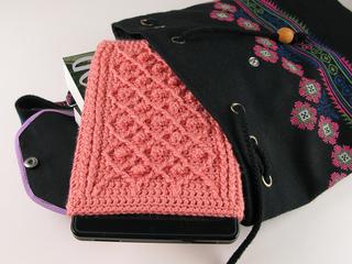Carrie-wolf-modern-needlepoint-crochet-kindle-fire-pattern-rose-trellis-5930-3_small2
