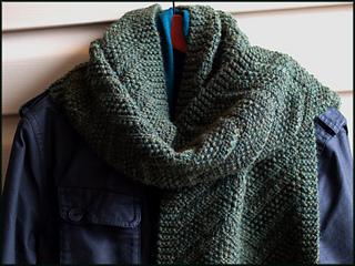 _6_green_scarf_around_neck_6x4pt5in_264dpi_jpg10_a094596_small2