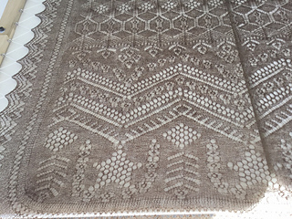 Sue_s_outlander_shawl_blocking_small2