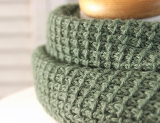 Knitting_pattern_textured_cowl_small2