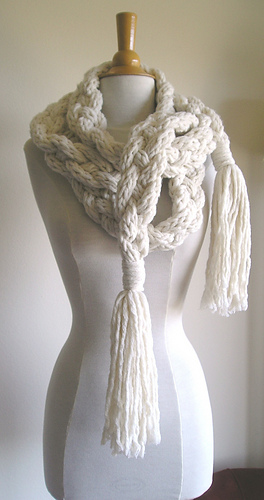 Rapunzel_scarf_white_003_medium