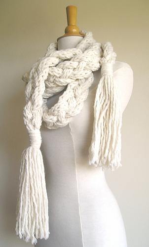 Rapunzel_scarf_white_004_medium