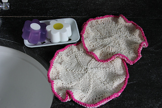 Washcloth_in_bathroom_small2