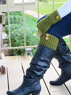 Boot_cuffs_and_mittens_free_crochet_pattern_small2