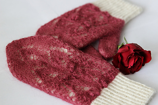 Rose_petals_on_snow15_small2