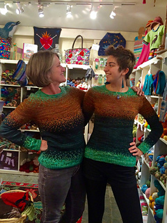 Pixelated_pullover_twins_small2