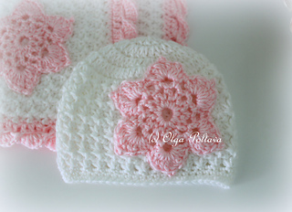 Star_stitch_pink_and_white_baby_hat_small2