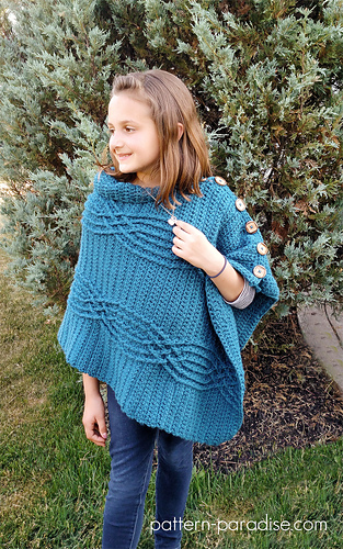 Cabled_poncho_2_medium