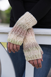 803467__ins2_ribscarfmitts_small2