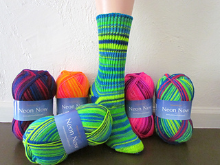 F533_neon_now_sock__small2