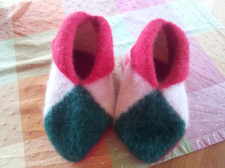 Ravelry: Easy Norwegian House Slippers pattern by MommyKnows