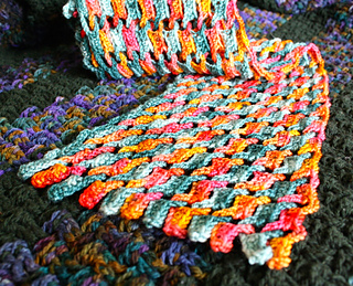 Interlocking_koigu_scarf_04-30-14_close_small2