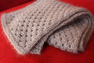 Mink_eyelet_scarf_05_small2