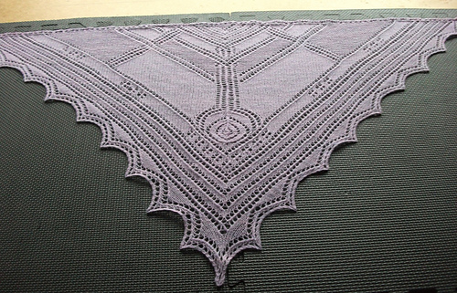 Glasgow_rose_shawl_-_2_medium