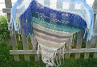 Ocean_breeze_shawl_on_fence_small2