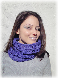 Shiri_designs_shapeshifting_cowl_purple_scarf_small2