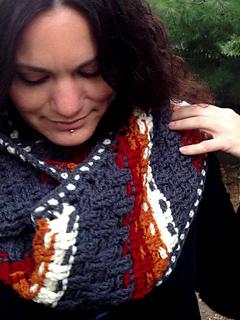 Crochet-pattern-dashing-cowl-scarf-shiri-designs-close_small2