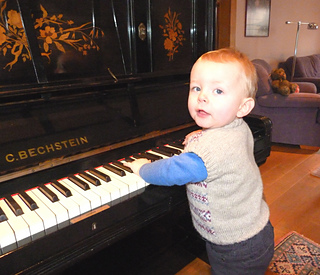 Finlay-with-piano3_small2