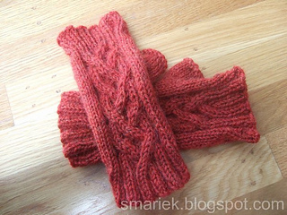 Four_rib_braid_mitts_5_done_05_6p_small2