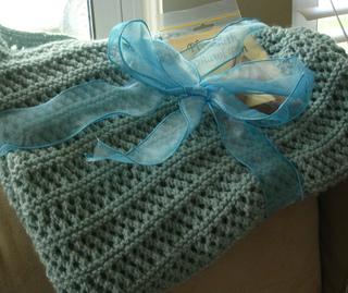 Img_aqua_lace_shawl_small2