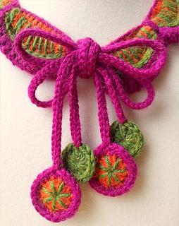 Petals_collar_close_up_small2