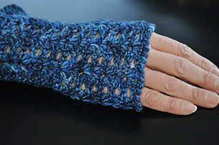 Midnight_crocheted_wristlets_small2