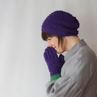 Medusa_hat_and_gloves_side_square_small2