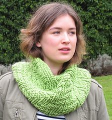 Sweet_pea_cowl_2_small