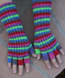 Swirly_twirly_gloves_small2