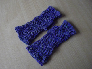 Tilty_tardis_mitts_4_small2