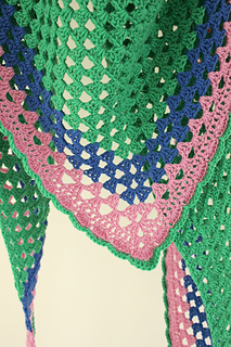 A_really_simple_crochet_granny_shawl