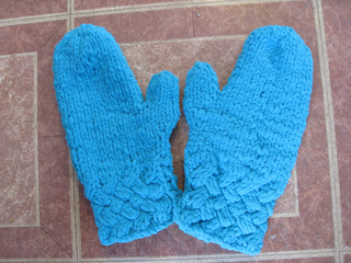 Polarknit_mittens_small2