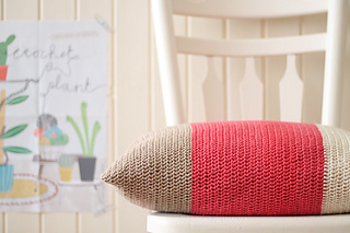 Marinkeslump_colourblock-cushion_final-image3_small2