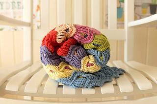 Wink-acreativebeing-vintage-fan-ripple-crochet-afghan-blanket-4_small2